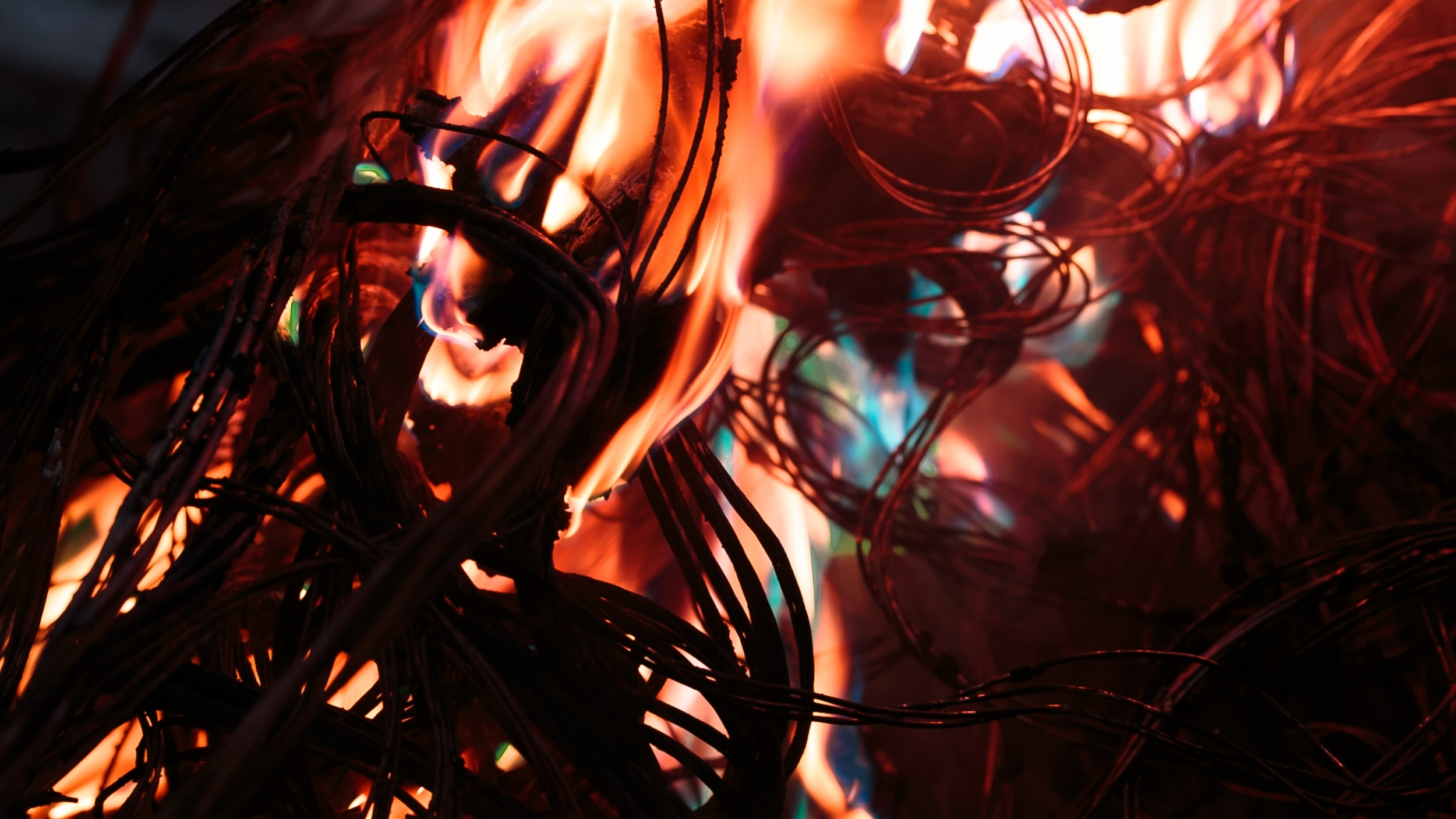 shutterstock_558114553-cables-on-fire.jpg