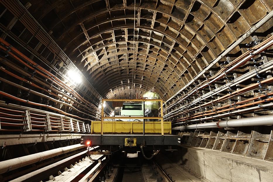 maintenance-vehicle-in-tennel-on-subway.jpg